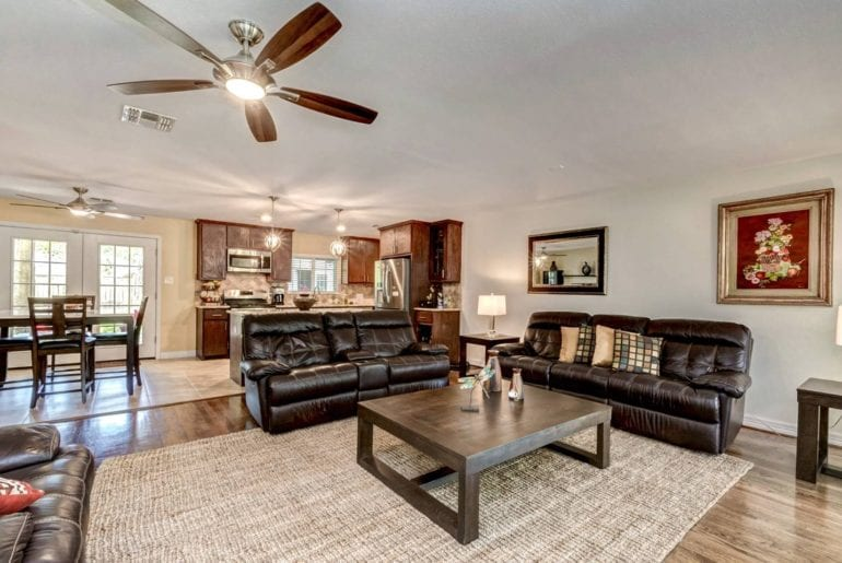 upscale oak forest home airbnb houston