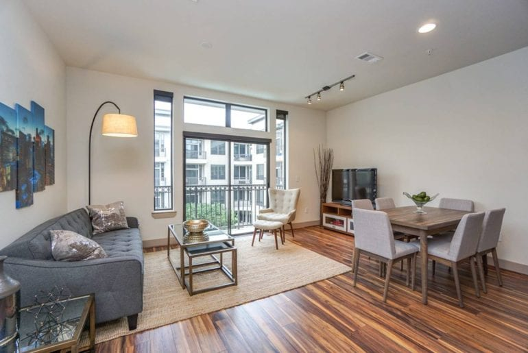 stunning airbnb apartment midtown Houston