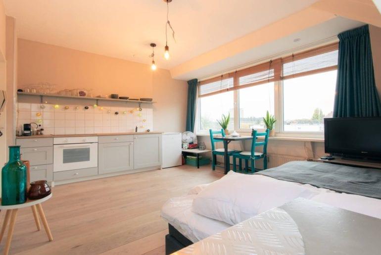 top floor airbnb studio de pijp amsterdam