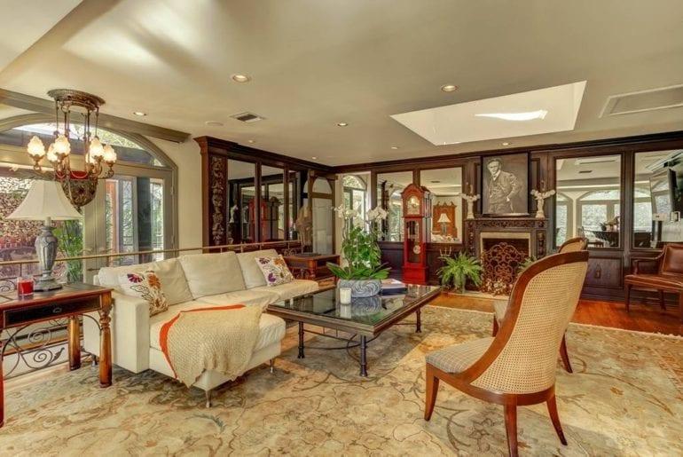5 acre Houdini estate los angeles airbnb