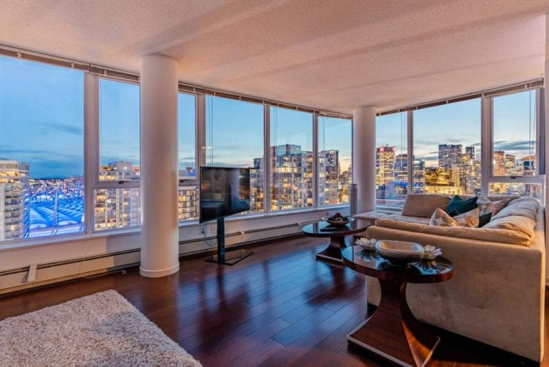 penthouse condo airbnb vancouver