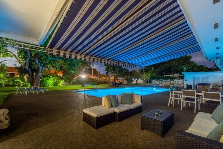 luxury airbnb home in hollywood florida with pool