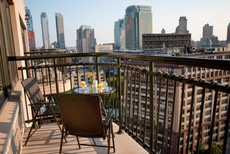 new york city airbnb apartment with stunning views