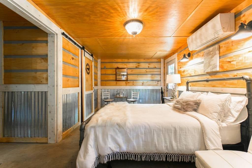 Sleek and stylish cabin-esque studio guesthouse