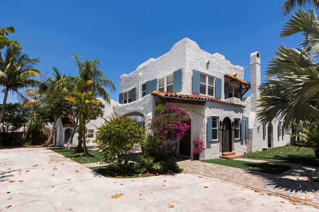 A spanish style mansion available for Airbnb vacation rental in Florida