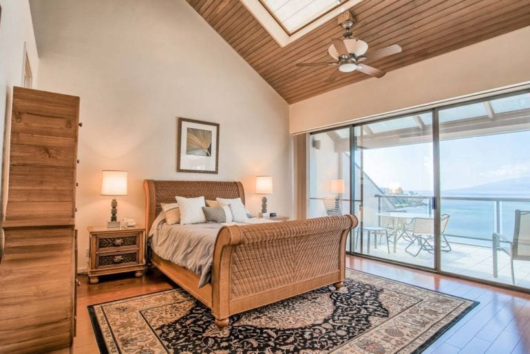 beachfront penthouse with stunning views on maui