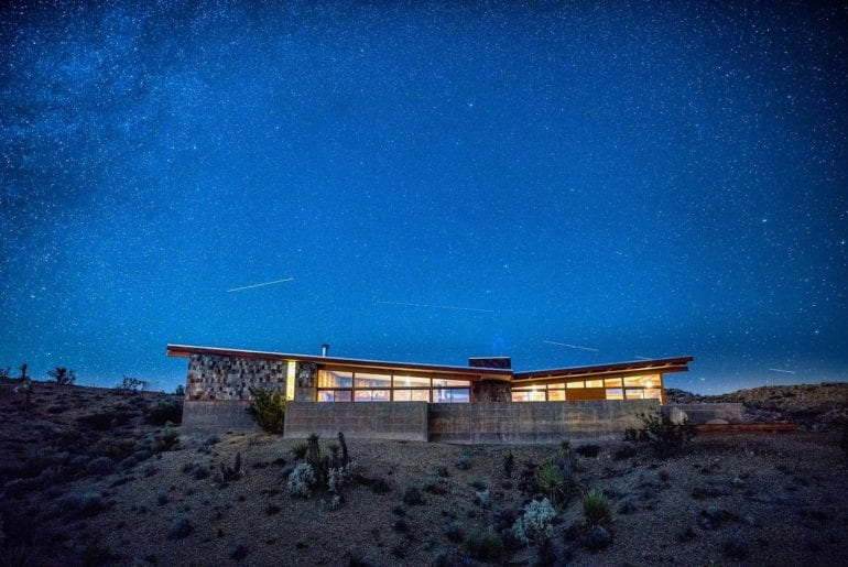 mid century joshua tree airbnb home with hottub