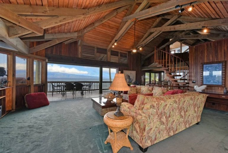 oceanfront airbnb estate on maui hawaii