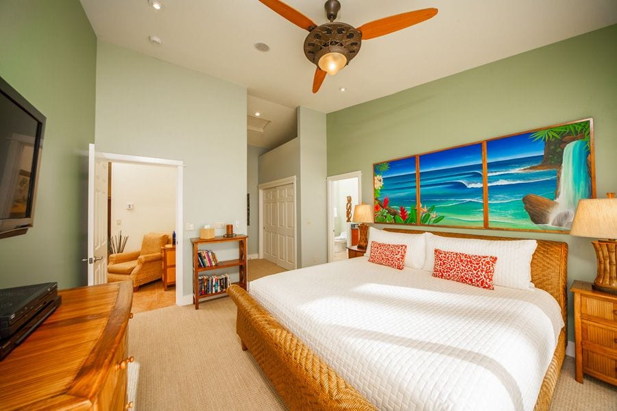 here's a cute bedroom in Maui!