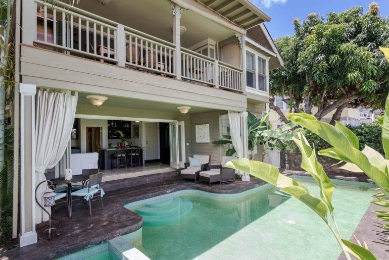 classic Hawaiian airbnb bungalow in honolulu