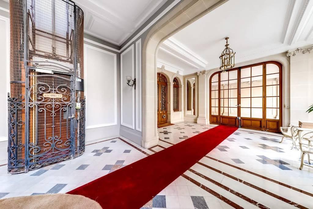 gigantic paris apartment near louis vuitton