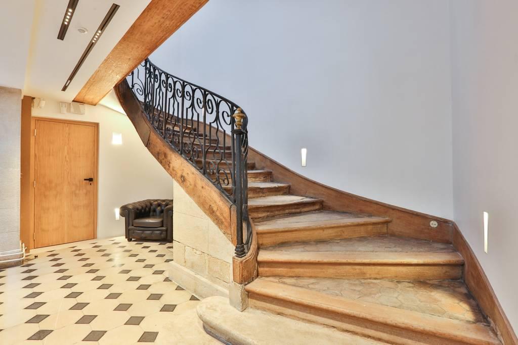 historic apartment airbnb paris