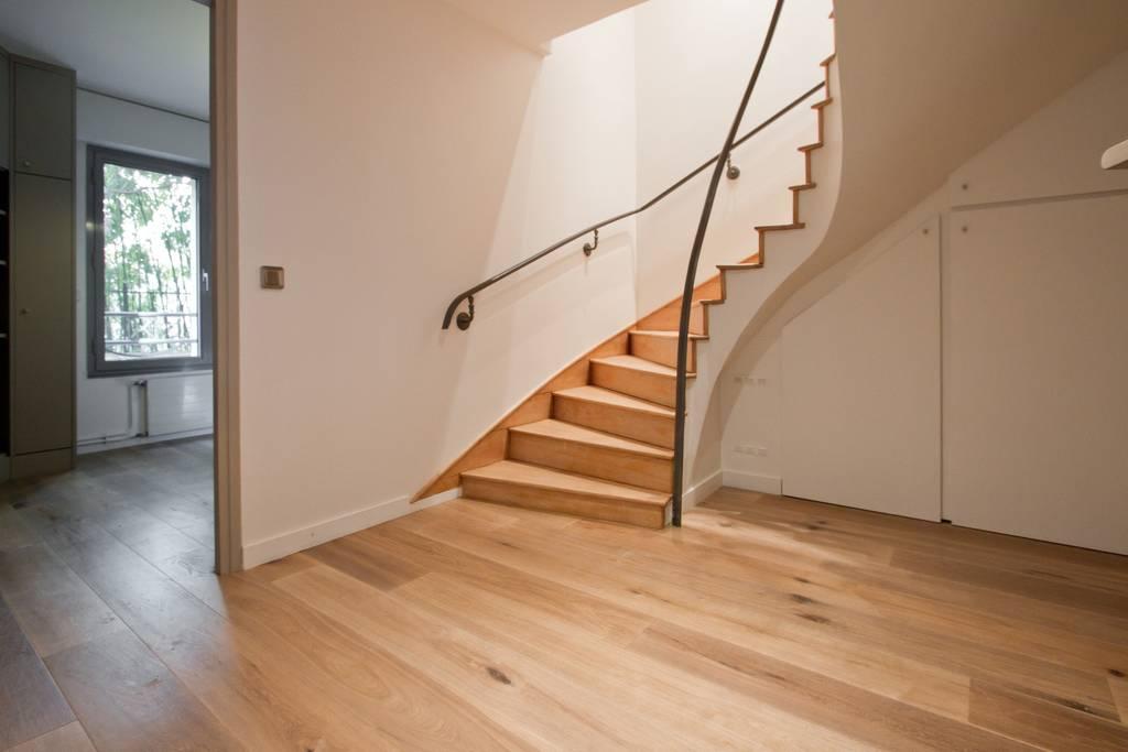 airbnb minimalist home in heart of marais paris