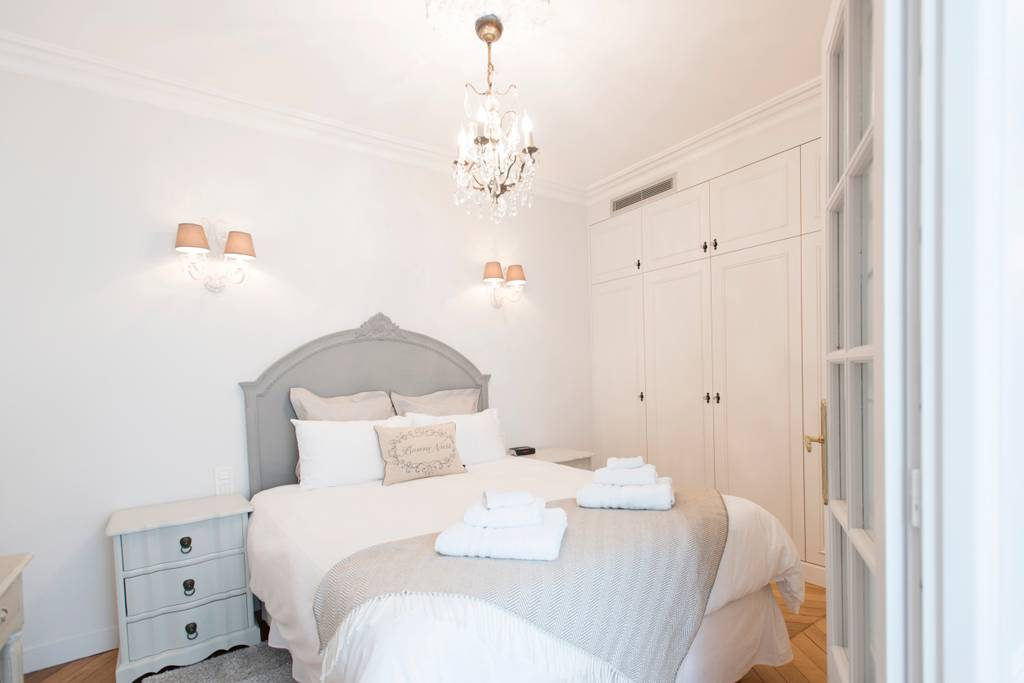 A bedroom with fresh towels in a romantic Paris Airbnb