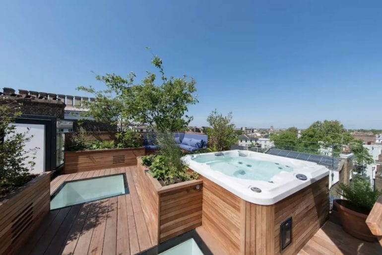 wood panelled hot tub overlooking London