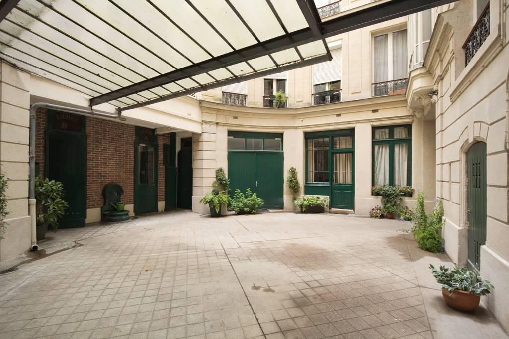 stylish airbnb apartment in latin quarter paris