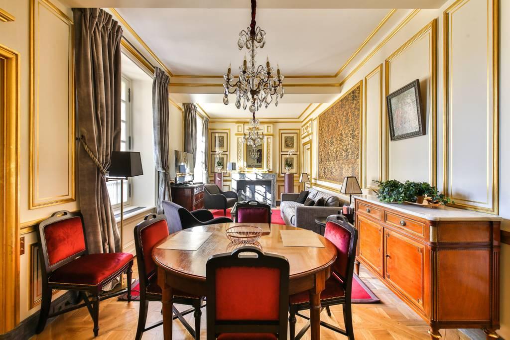 gorgeous 17th century mansion airbnb paris