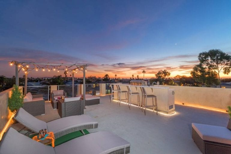 pacific beach home with rooftop deck airbnb san diego