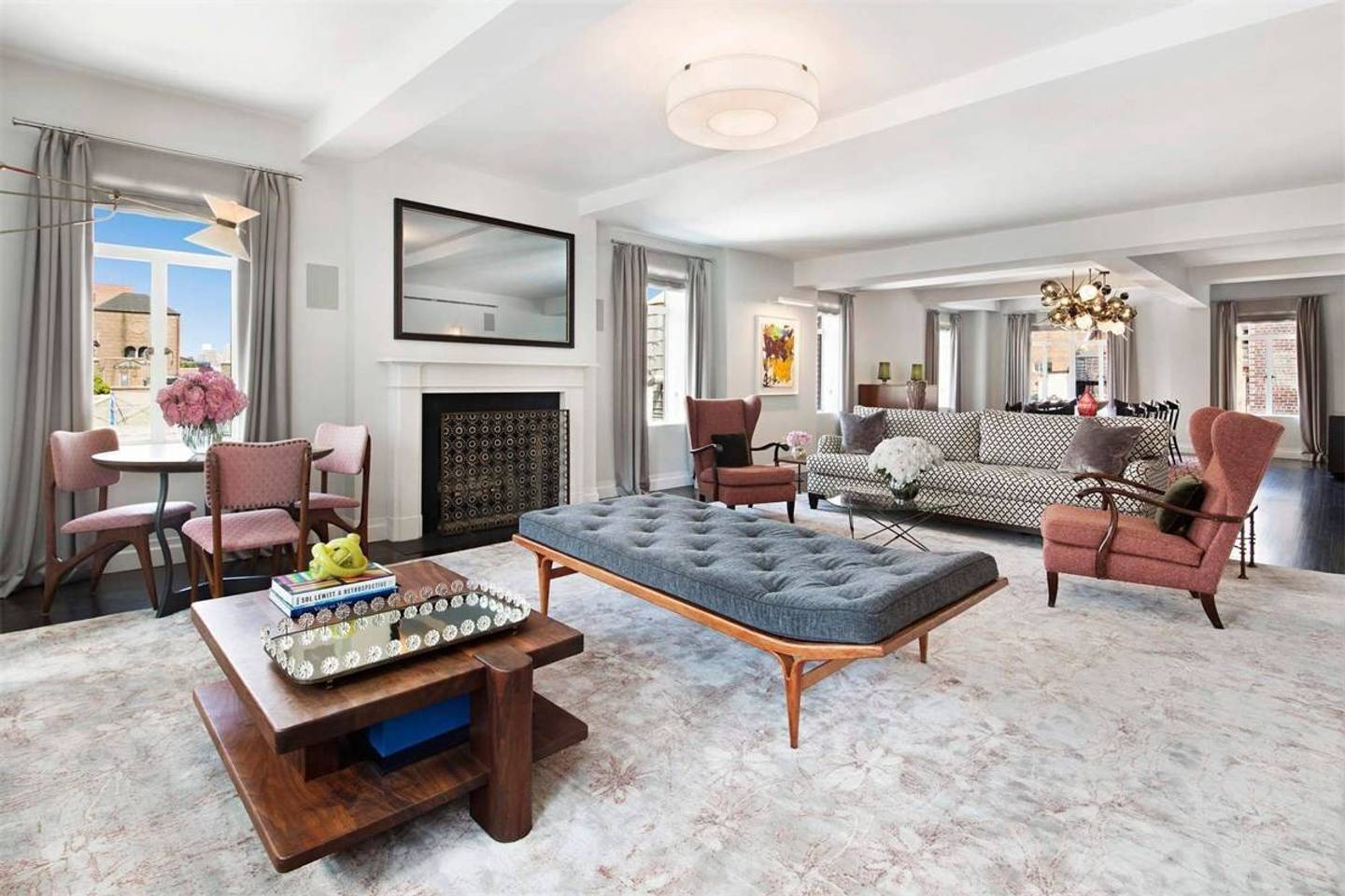 upscale new york apartment close to city attractions
