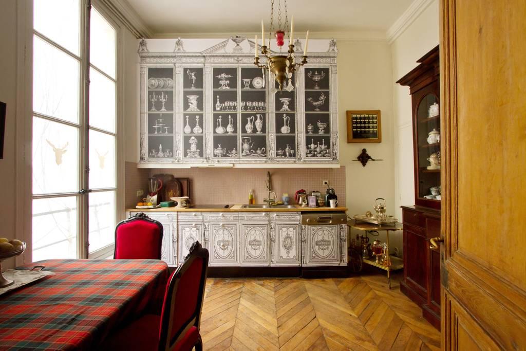 Parisian kitchen space on Airbnb