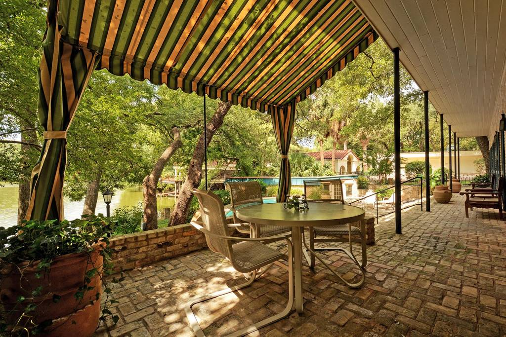 luxury home patio airbnb austin