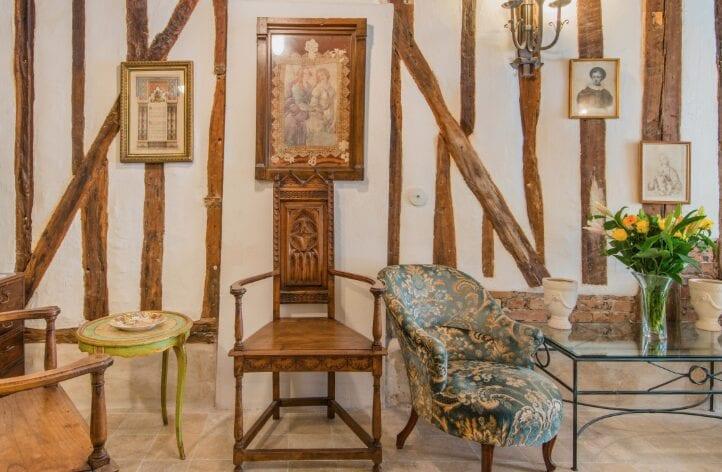 van gogh style airbnb retreat in paris