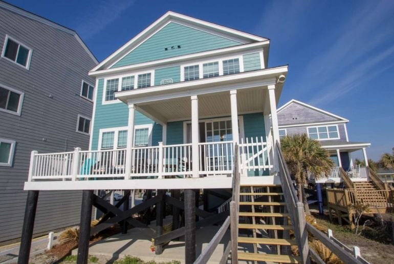 a turquoise Myrtle Beach VRBO on stults
