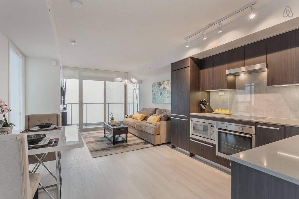 airbnb toronto home with lake view