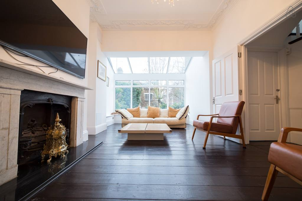 stunning airbnb home with pool near chelsea london