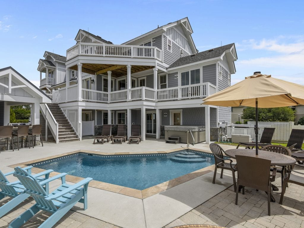 sprawling home with pool on the outer banks