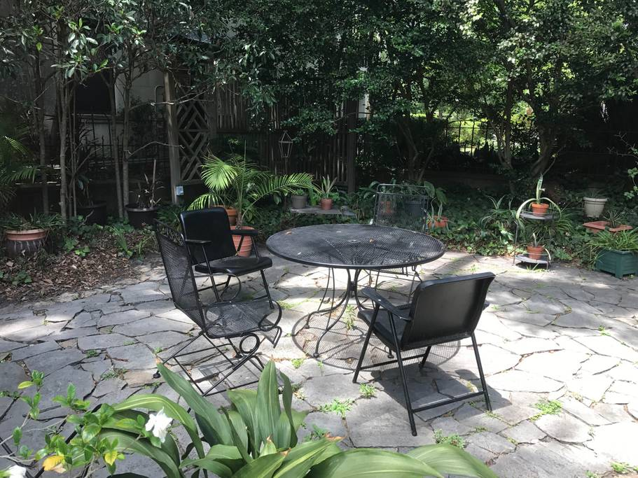 cabin style airbnb in savannah mansion