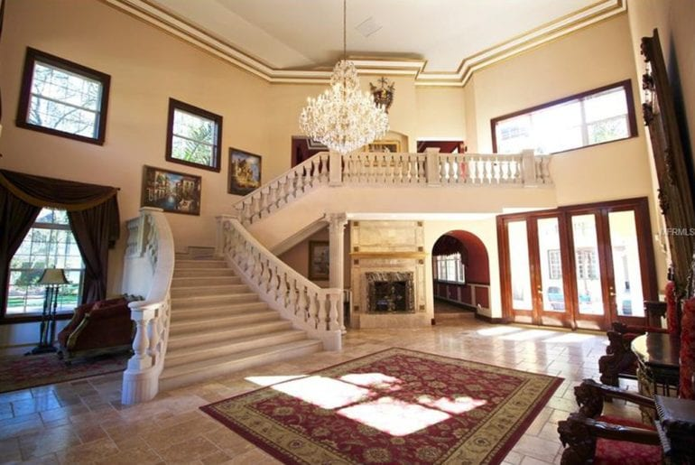airbnb mega mansion in heart of tampa