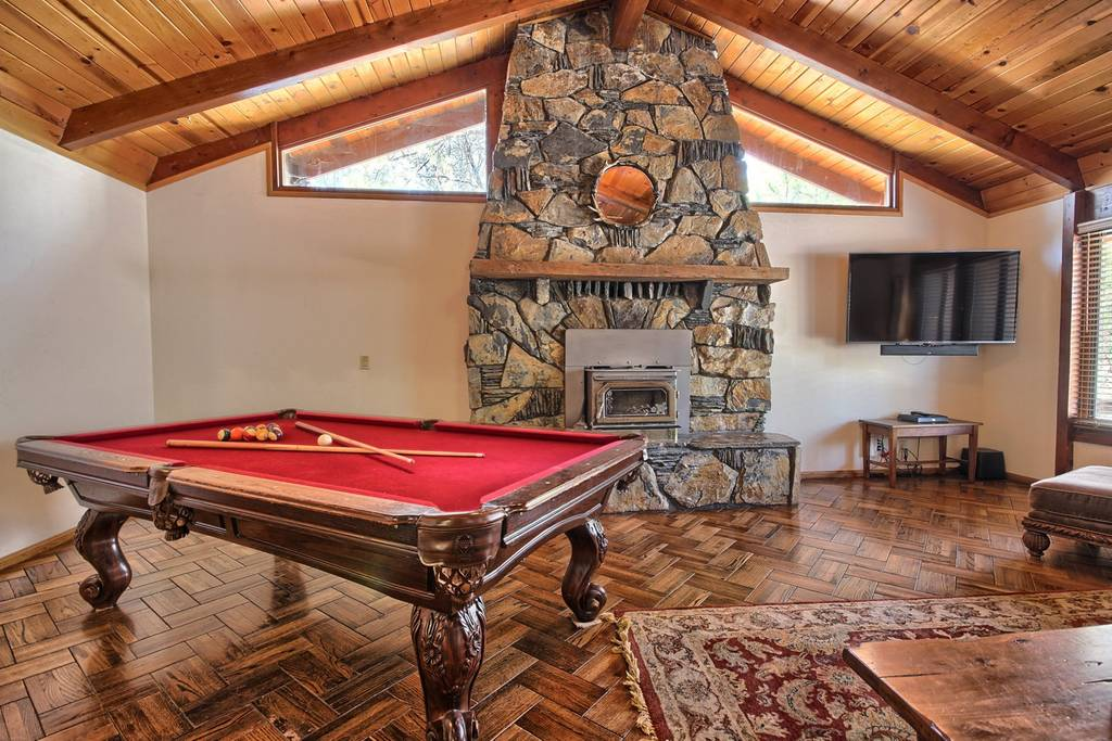 large mariposa airbnb lodge on 4 acres