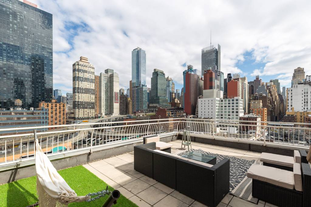 new york penthouse with elevator and roofdeck