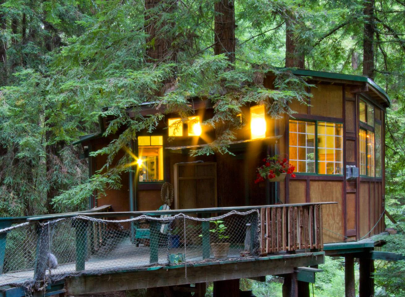 airbnb treehouse close to the pacific coast highway