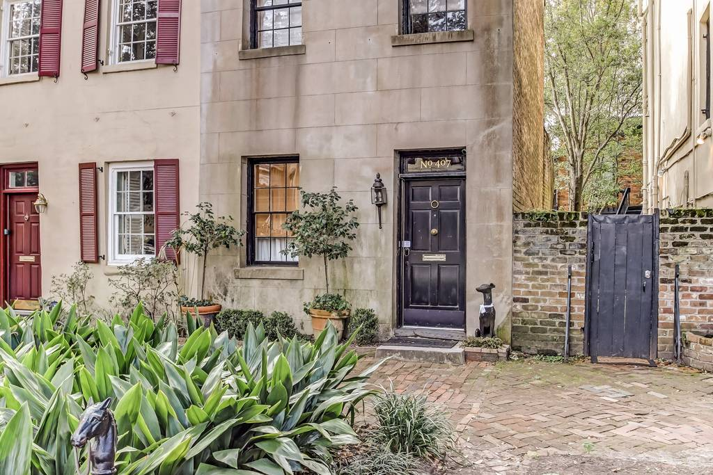 airbnb home located on the prettiest street in savannah