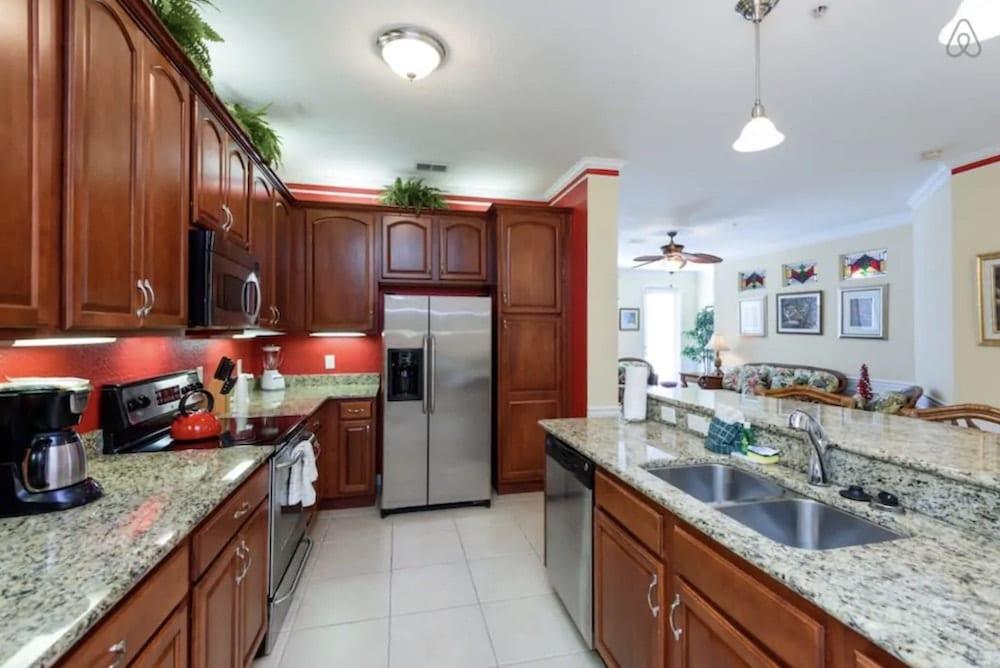 tropical airbnb condo near universal studios