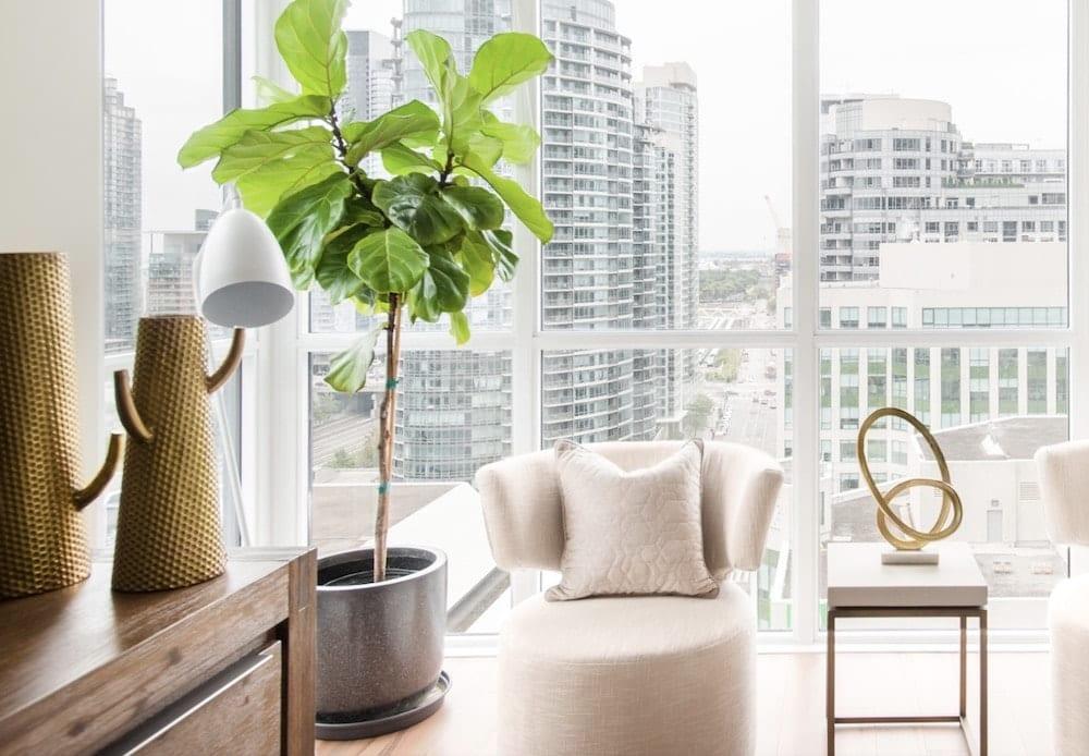 stunning corner suite with views of toronto