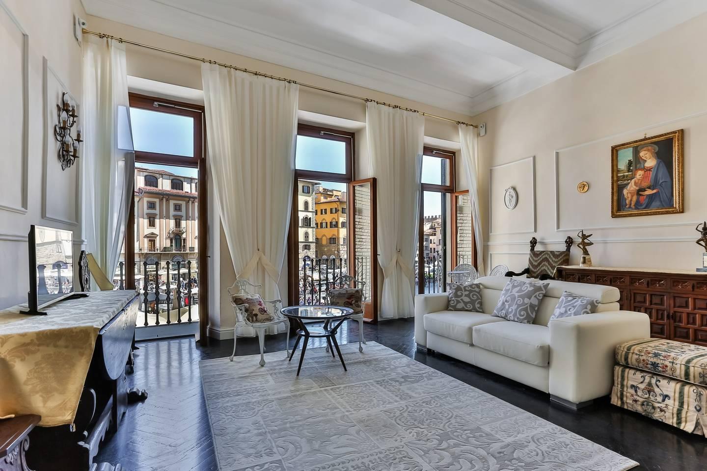 terrace apartment with views of piazza florence
