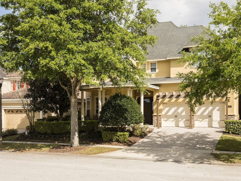 large vrbo home in resort community orlando