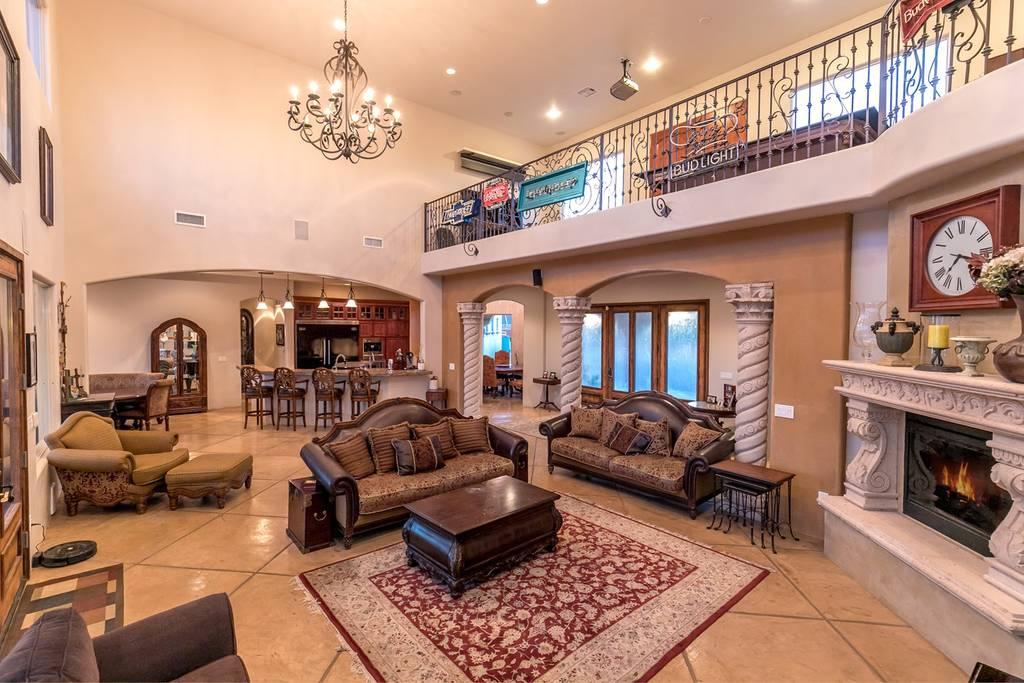 airbnb mansion in the foothills Tuscon arizona