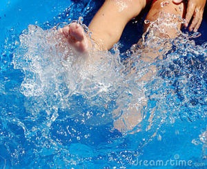 child-kicking-pool-1406951 (1)