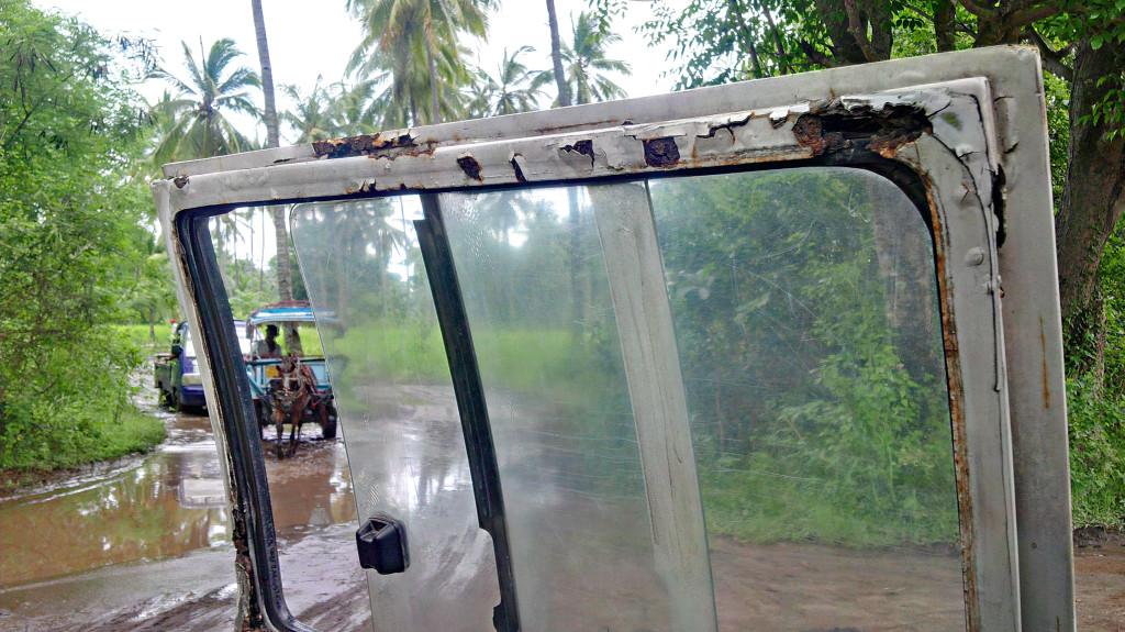 Lombok Bus Door