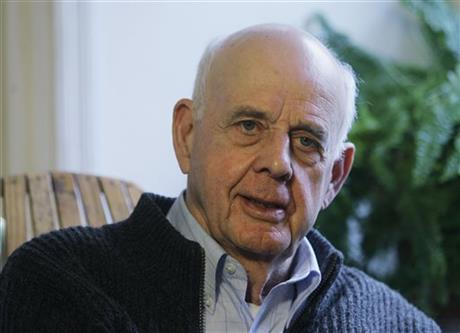 APNEWSBREAK: AUTHOR BERRY WINS OHIO PEACE AWARD