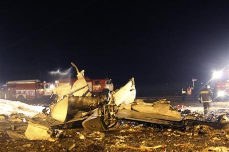 Video shows near-vertical crash of Russian plane