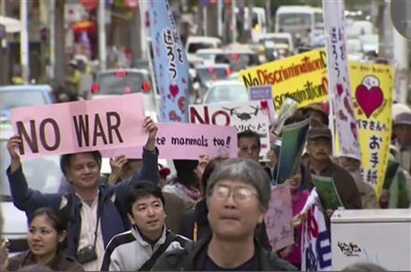 HUNDREDS RALLY AGAINST OKINAWA BASE MOVE PLAN