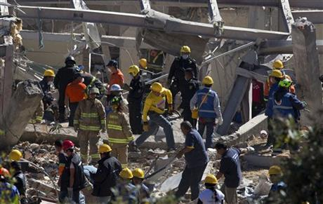 Gas blast wrecks Mexico children's hospital, at least 2 dead