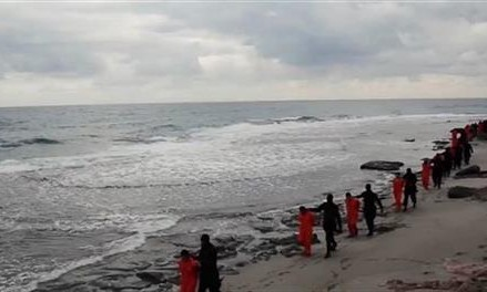 Video purports to show IS militants beheading hostages