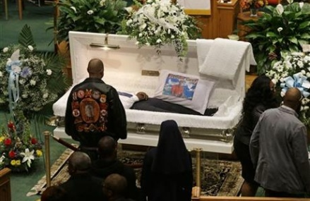 Thousands attend funeral for Freddie Gray in Baltimore