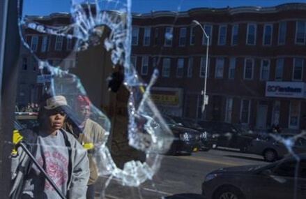 Latest on police-custody death: 500 Guardsmen in Baltimore